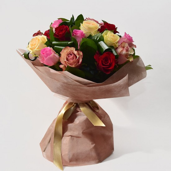 Round bouquet with 11 roses