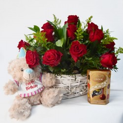 Аранжировка в кошница с 9 червени рози