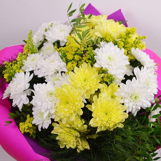 Кръгъл букет с 7 хризантеми
