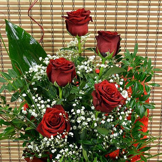 Букет с 5 червени рози